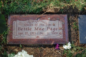Bettie_Page_grave_at_Westwood_Village_Memorial_Park_Cemetery_in_Brentwood,_California